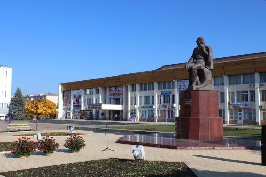 Памятник Кайсыну Кулиеву город Нальчик Проспект Кайсына Кулиева