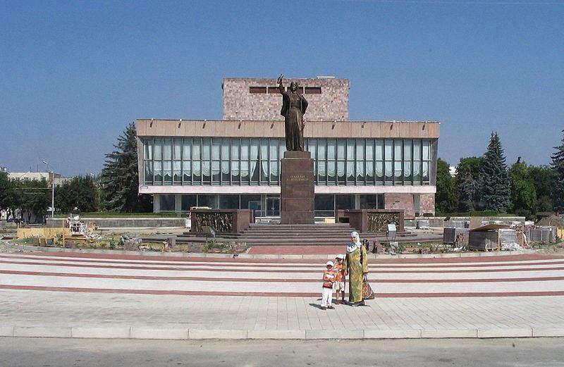 Скульптурная композиция Навеки с Россией город Нальчик