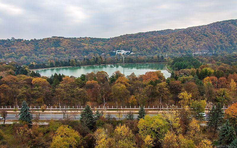 Смотреть красивое фото вид на озеро Курортное в городе Нальчик 2019