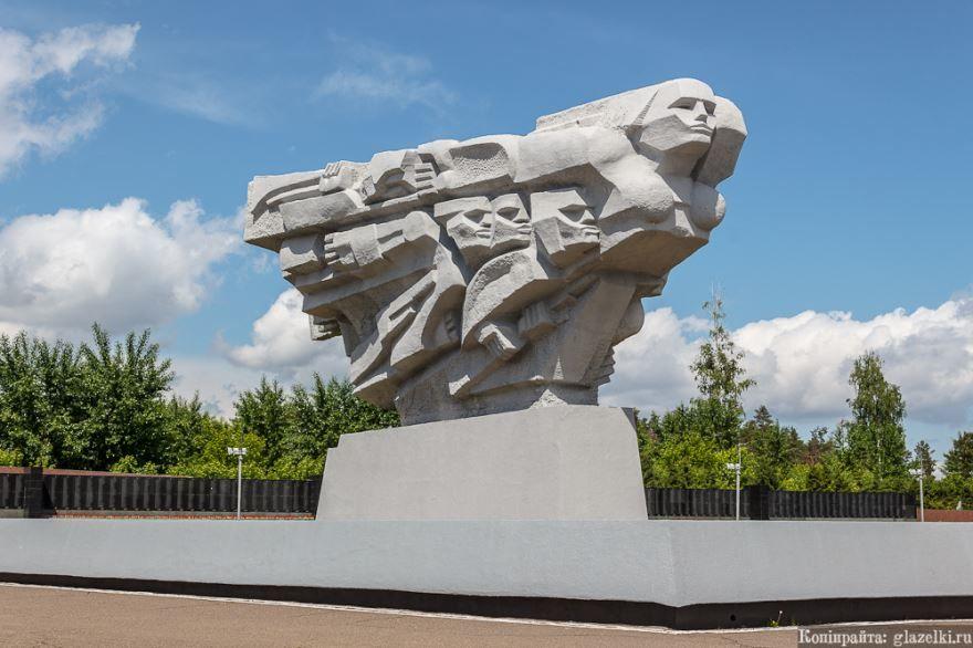 Монумент Родина-Мать город Набережные челны