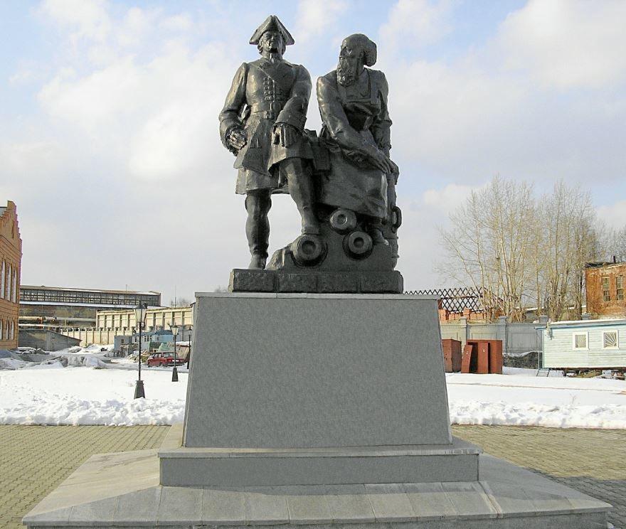 Памятник Петру 1 и Никите Демидову в Невьянске