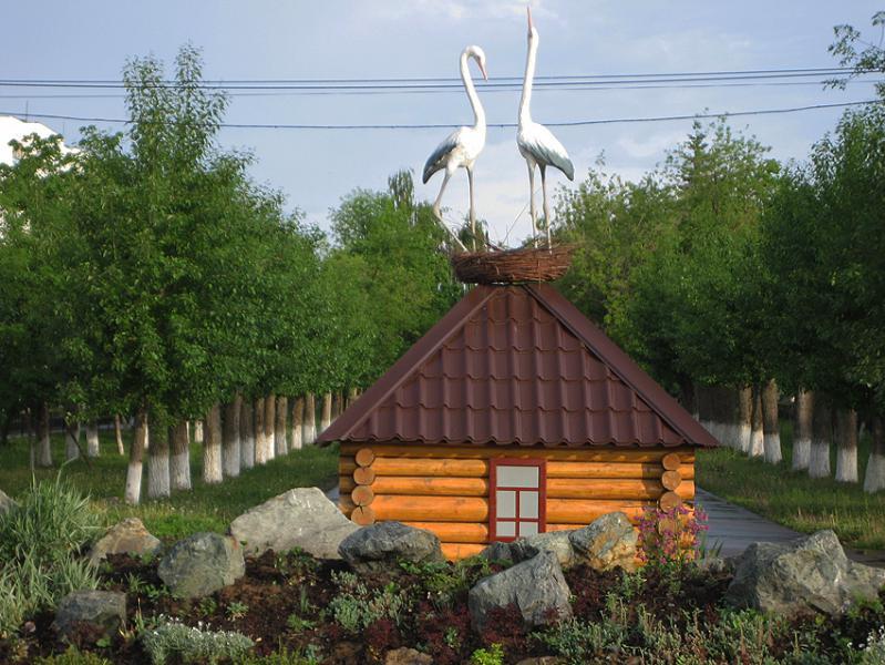 Смотреть красивое фото домик с аистами город Нефтекамск