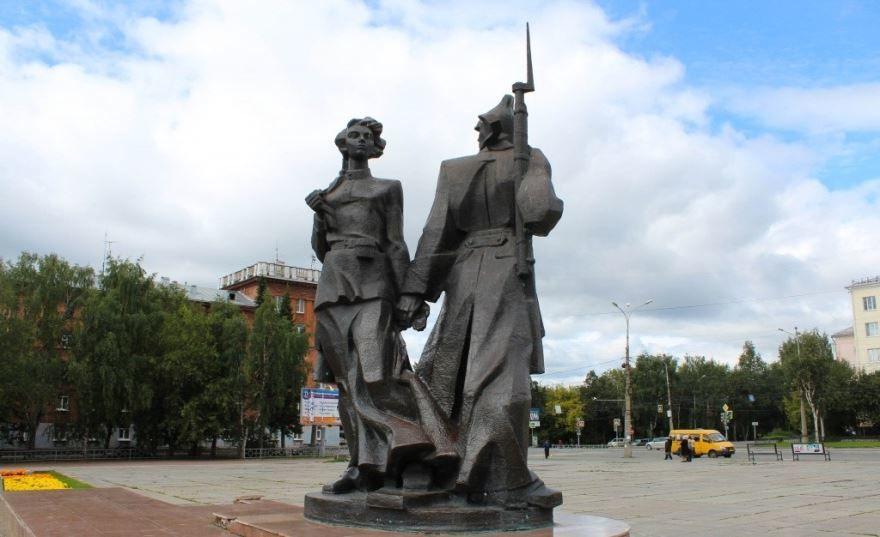 Памятник Молодость страны советов город Нижний Тагил