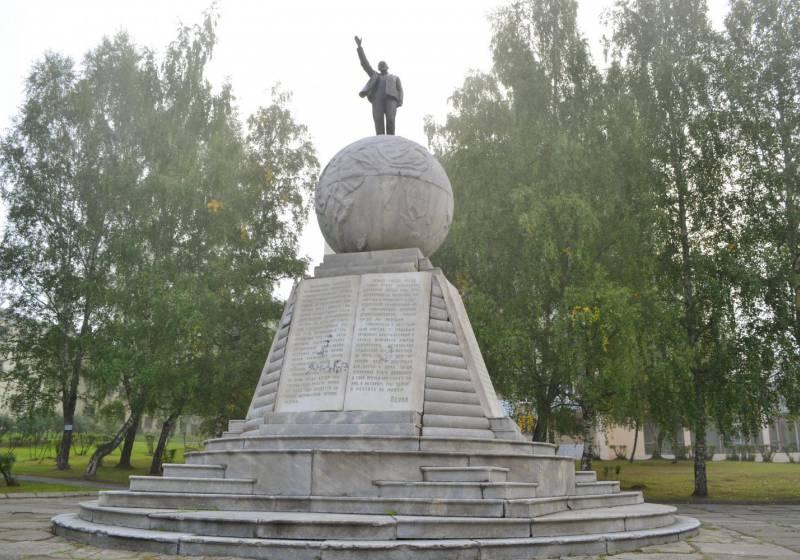 Памятник В.И. Ленину город Нижний Тагил