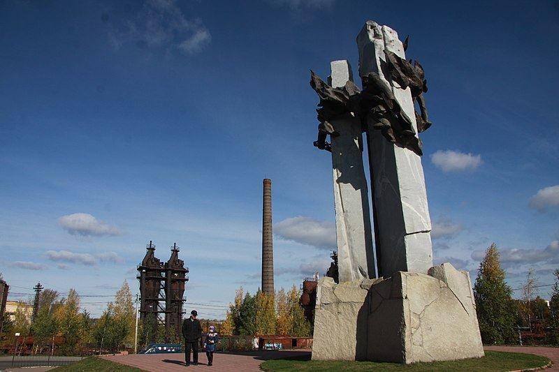 Памятник металлургам город Нижний Тагил