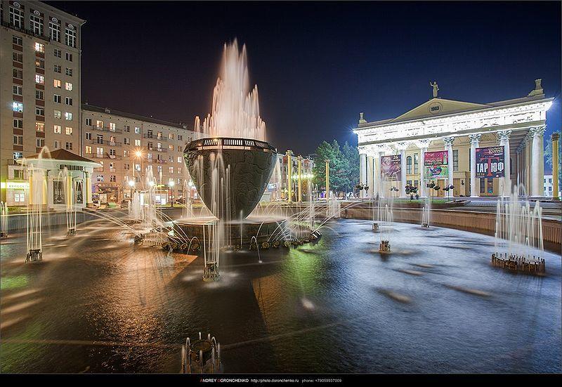 Драматический театр и фонтан город Новокузнецк