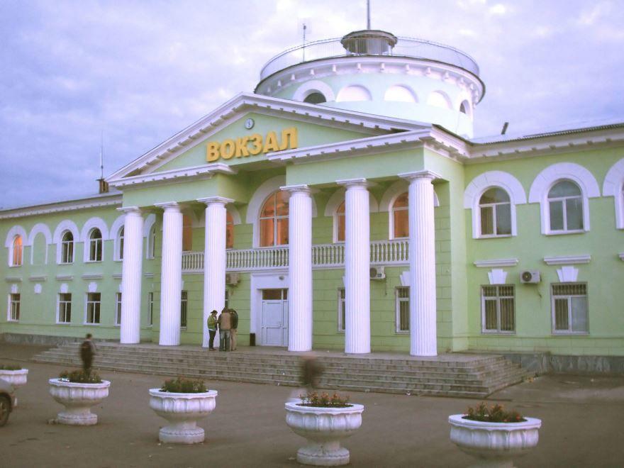 Смотреть красивое фото железнодорожный вокзал город Новокуйбышевск