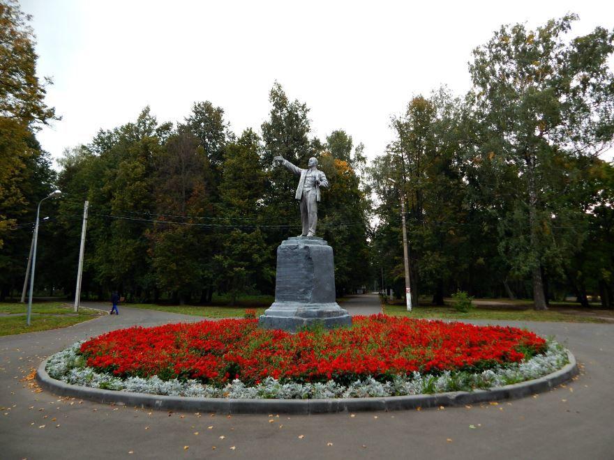 Памятник В.И. Ленину город Новомосковск