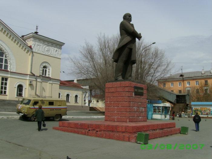 Памятник В.И. Ленину город Новотроицк