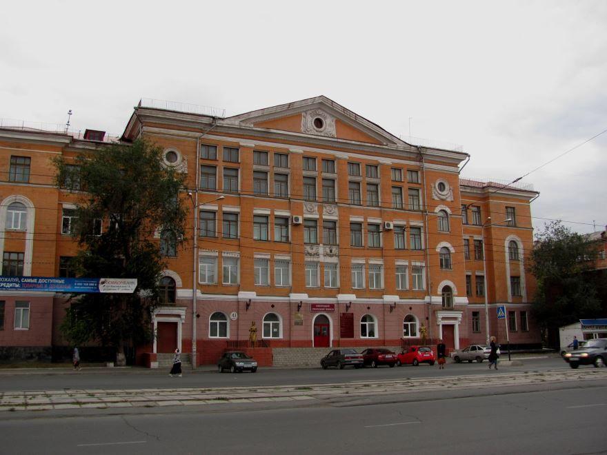 Здание строительного техникума город Новотроицк