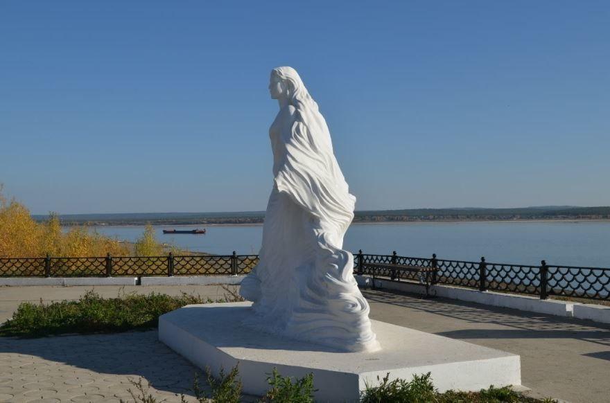Статуя река Лена город Олекминск