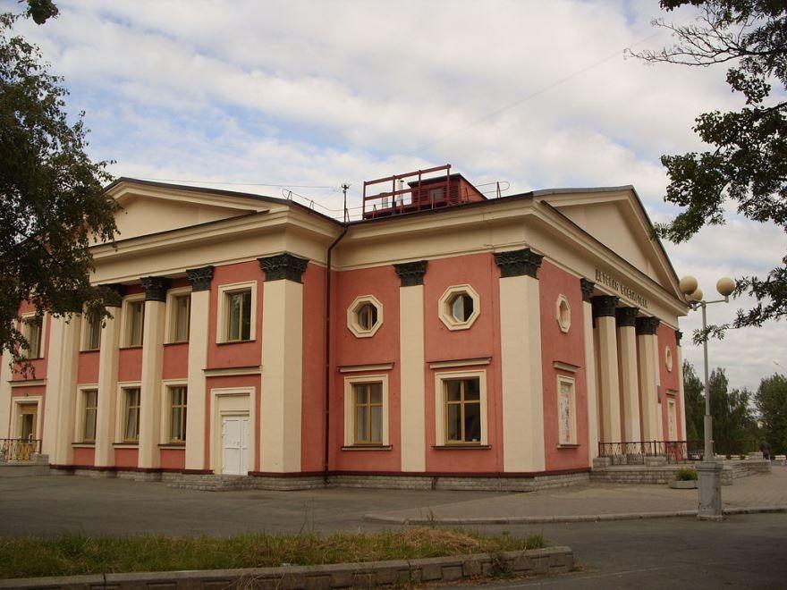 Скачать онлайн бесплатно лучшее фото кинотеатр Родина город Новоуральск 2019