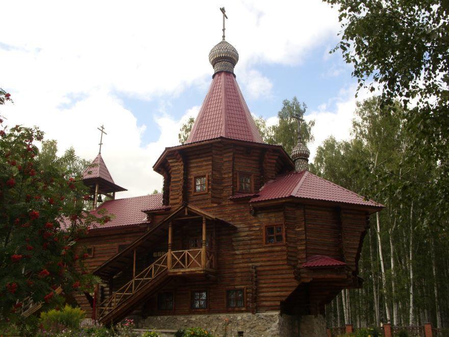 Смотреть красивое фото Церковь в городе Новоуральске в хорошем качестве