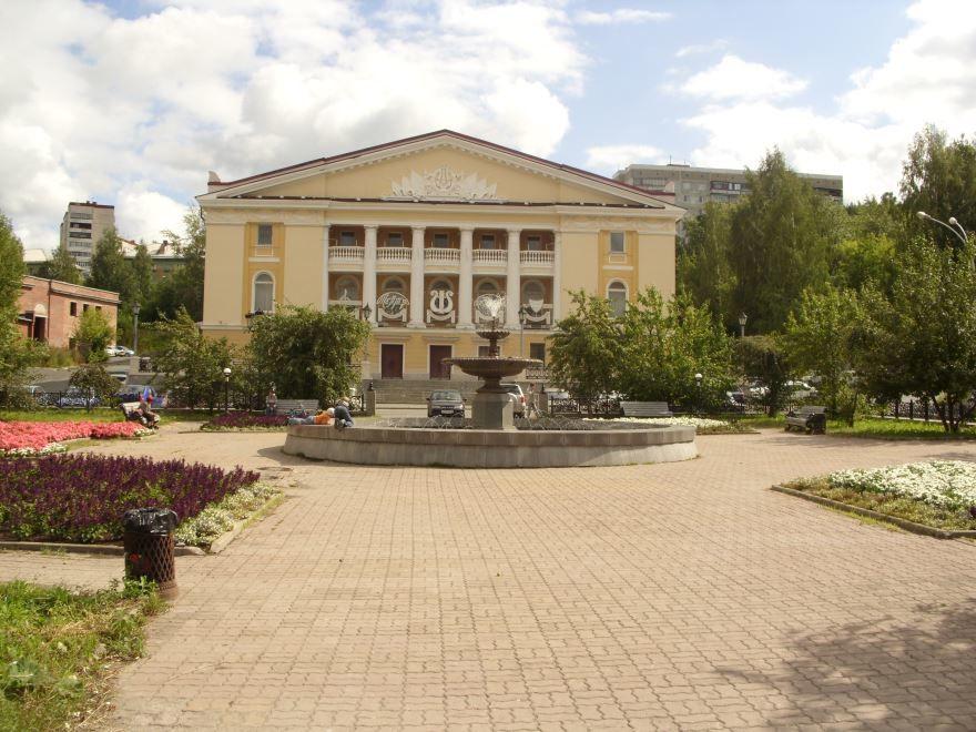 Театральная площадь город Новоуральск
