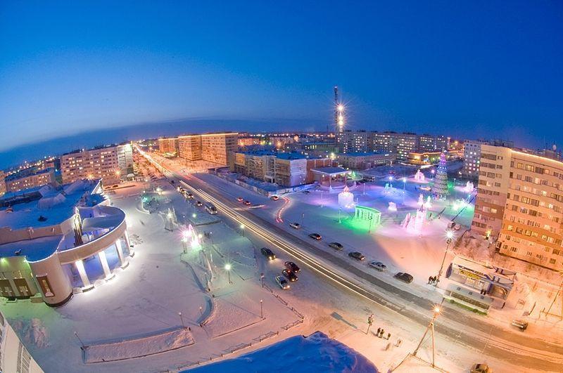 Смотреть красивое фото центральная площадь города Новый Уренгой зимой