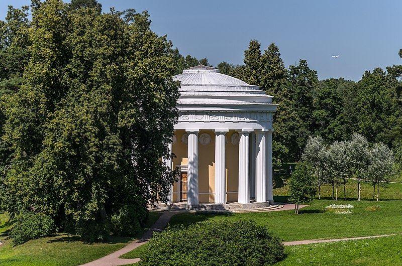 Храм дружбы в Павловском парке город Павловск