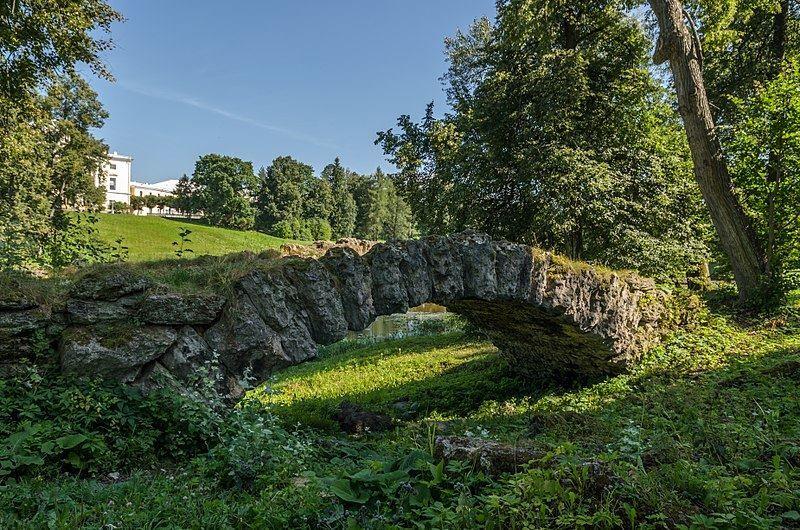 Каменный мост у колоннады Аполлона в Павловском парке