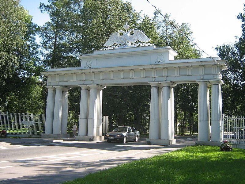 Николаевские чугунные ворота город Павловск