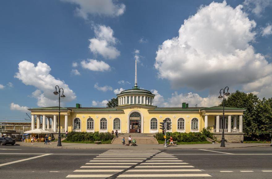 Железнодорожный вокзал город Павловск 2018