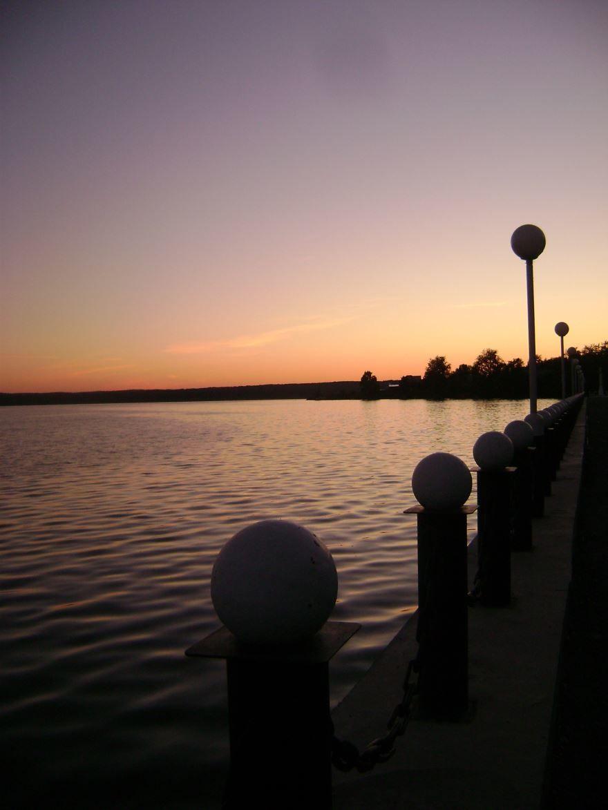 Смотреть красивое ночное фото набережной города Омутнинска