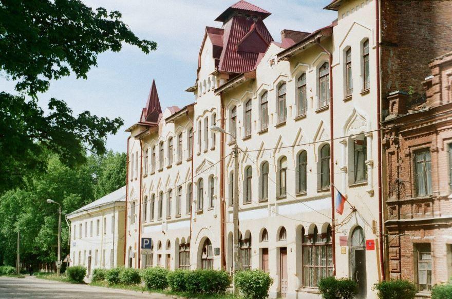 Училище город Остров