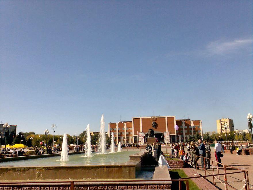 Скачать онлайн бесплатно лучшее фото площадь города Орехово-Зуево в хорошем качестве