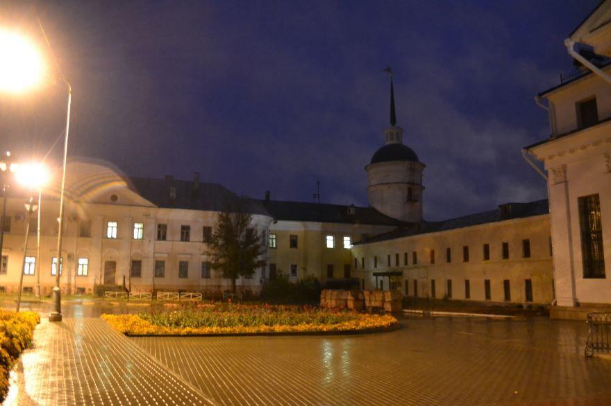 Смотреть красивое ночное фото Просфорная башня город Саров
