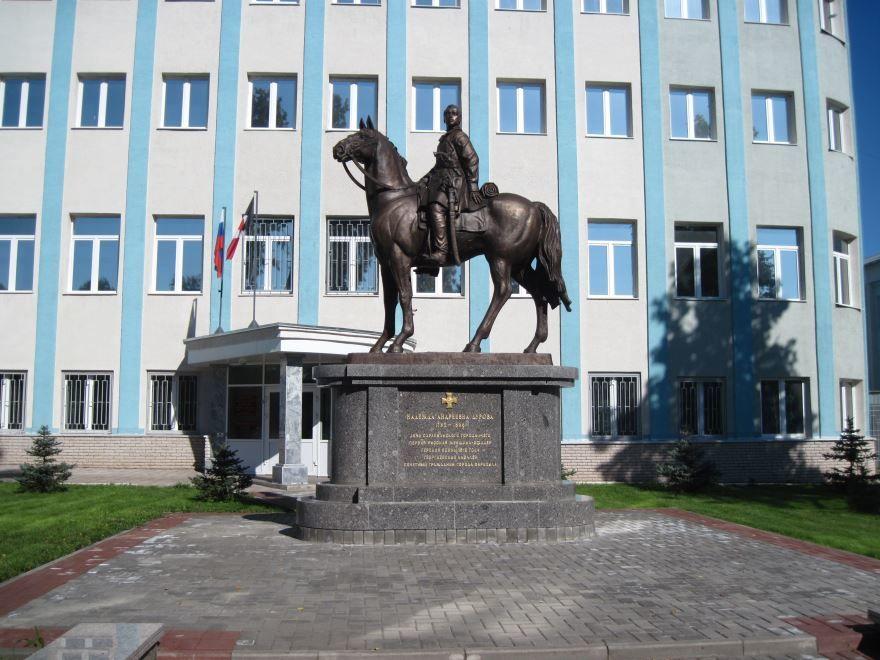 Памятник Н.А. Дуровой город Сарапул