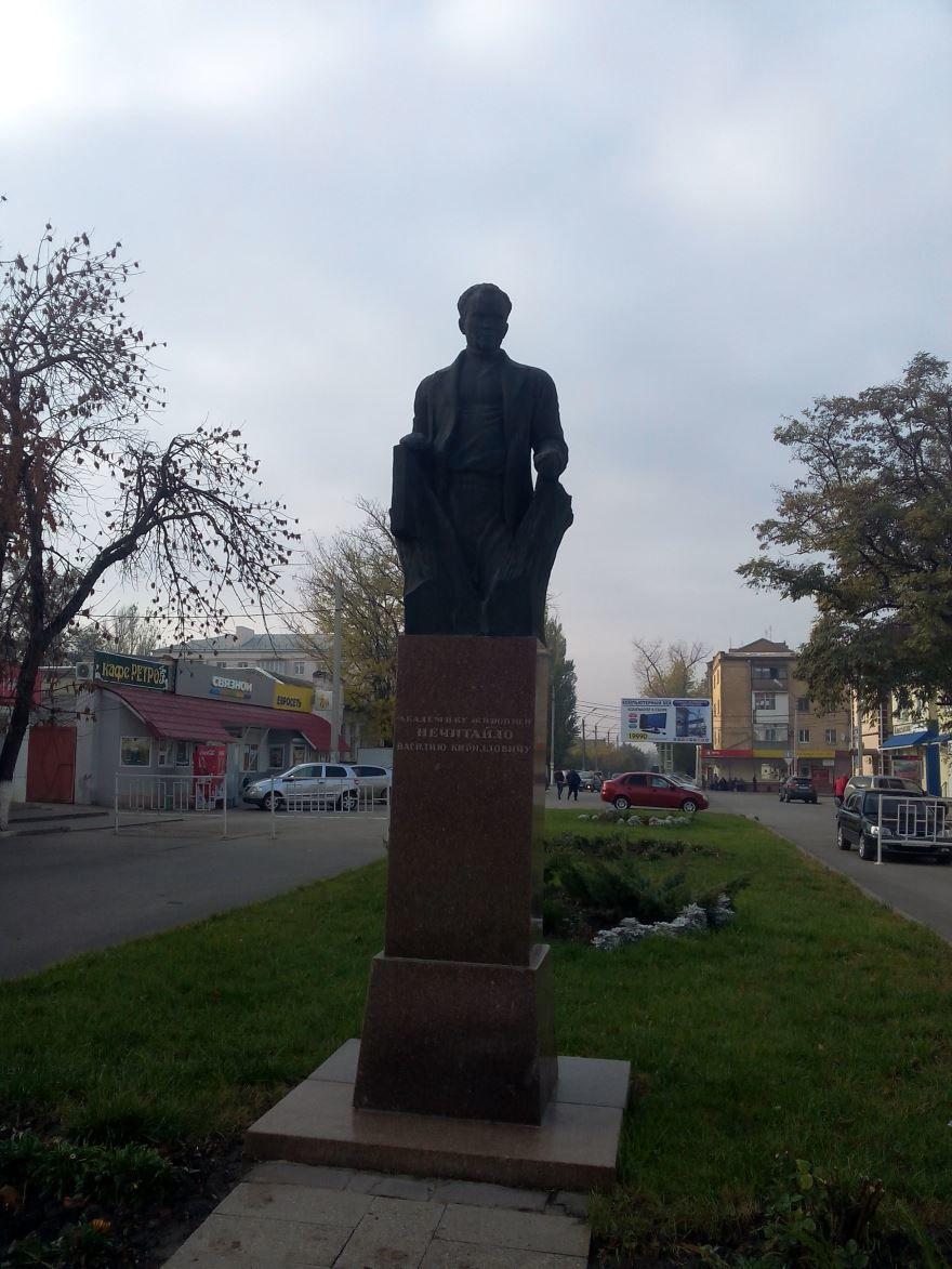 Памятник В.К. Нечитайло город Сальск