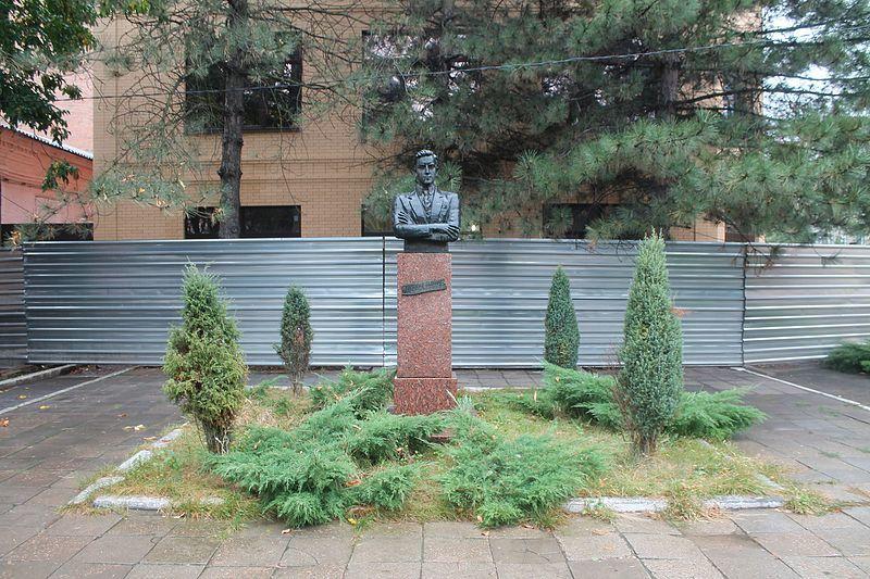 Памятник первому послу РСФСР в Иране И.О. Коломийцеву город Сальск