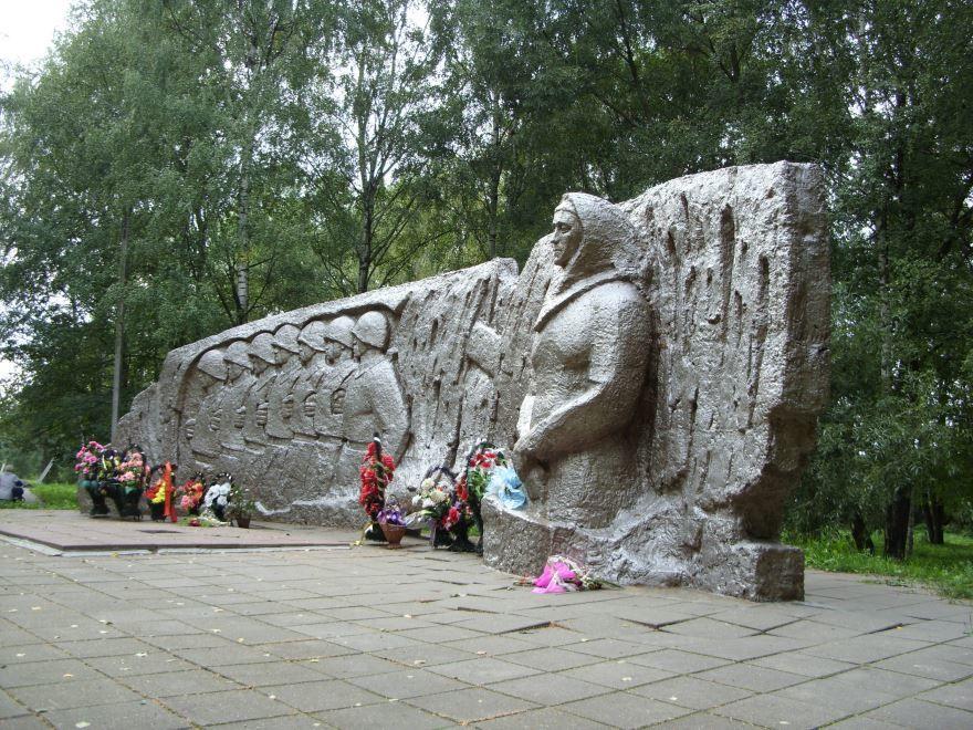 Памятник погибшим в годы Великой Отечественной войны город Пошехонье