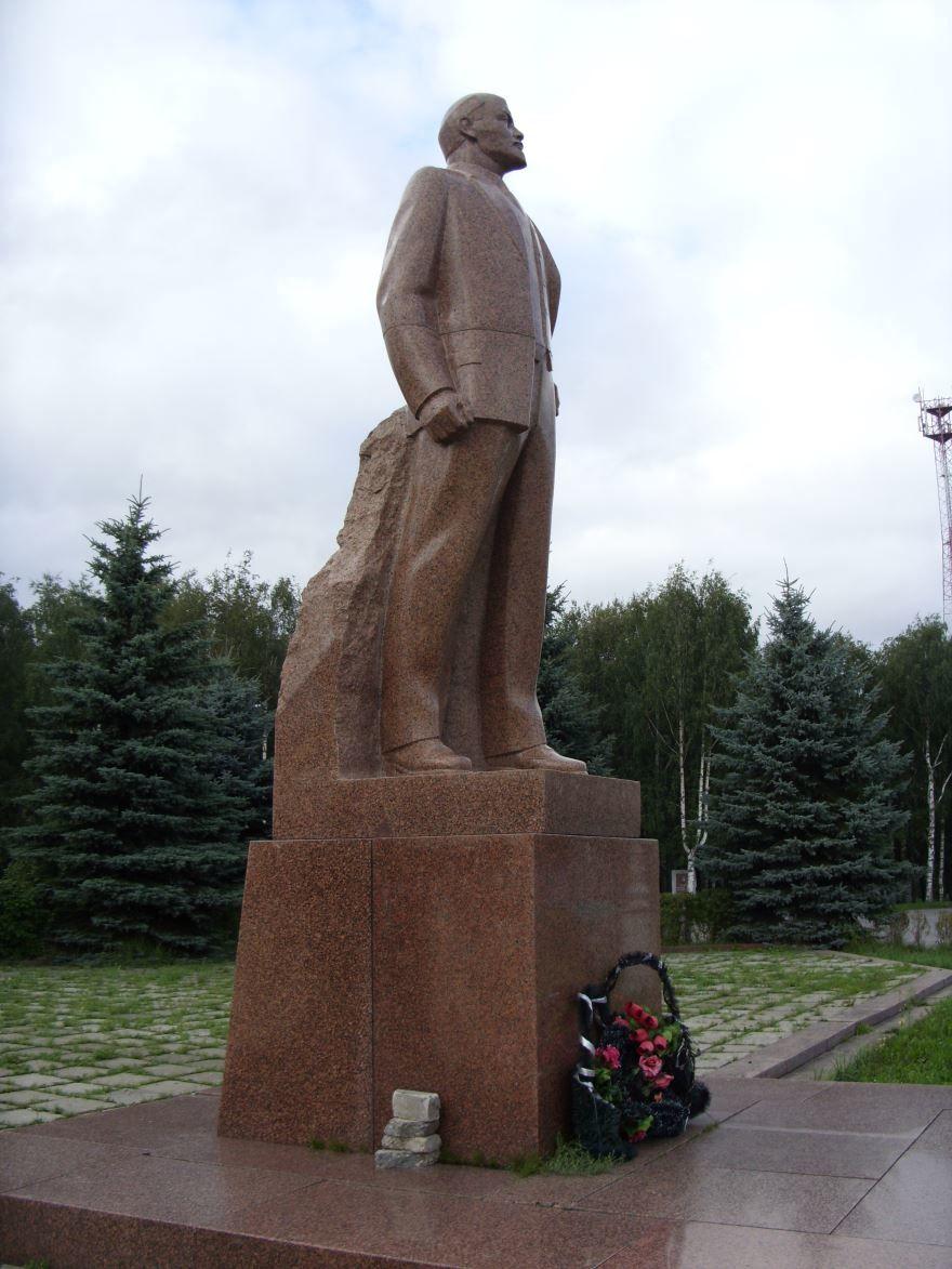 Памятник В.И. Ленину город Пошехонье