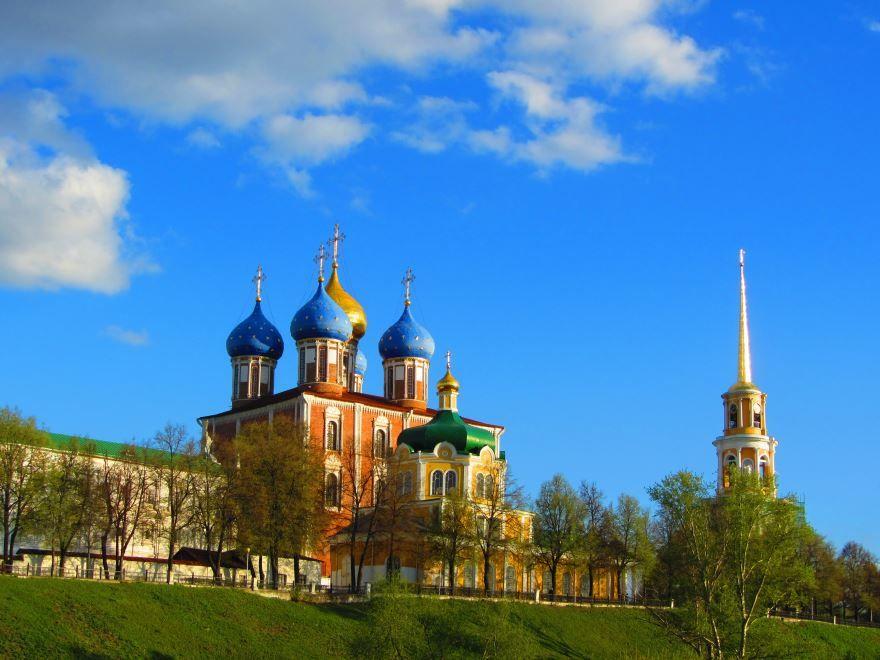 Смотреть красивое фото вид на Рязанский Кремль в хорошем качестве