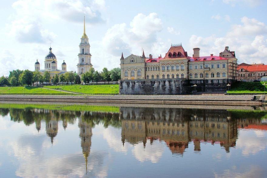 Смотреть красивое фото город Рыбинск со стороны реки Волги