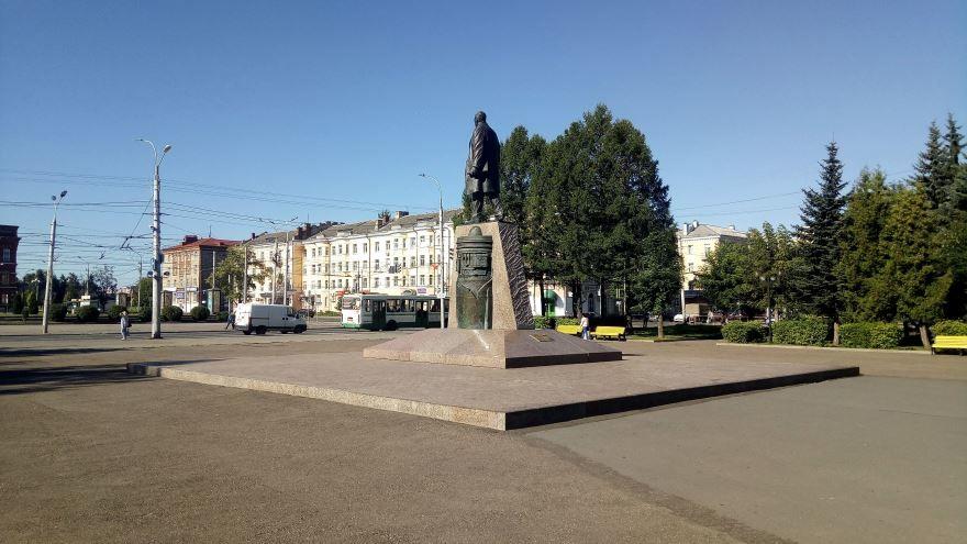 Памятник Дерунову город Рыбинск