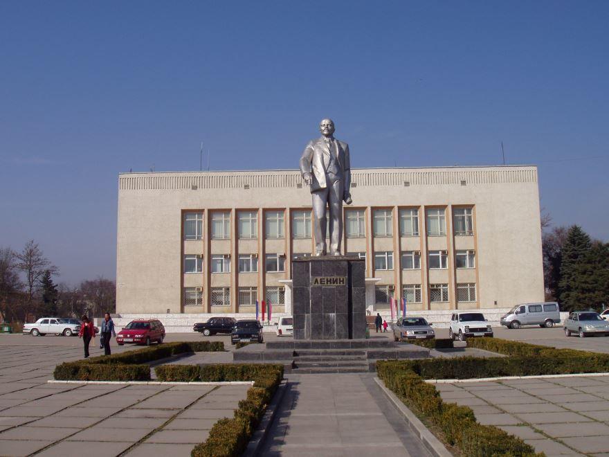 Смотреть красивое фото площадь в городе Прохладный