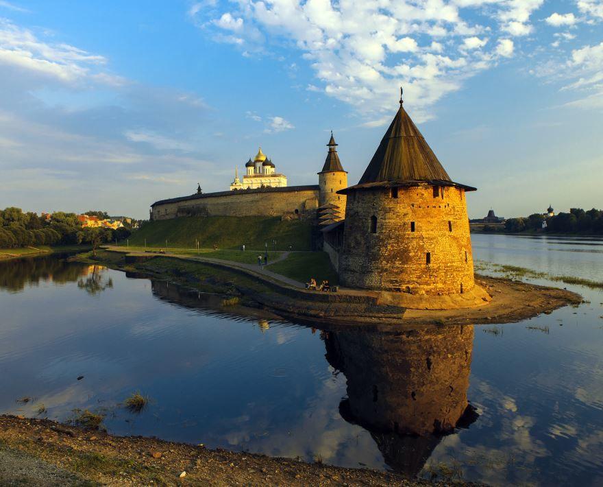 Скачать онлайн бесплатно лучшее фото достопримечательности города Псков в хорошем качестве