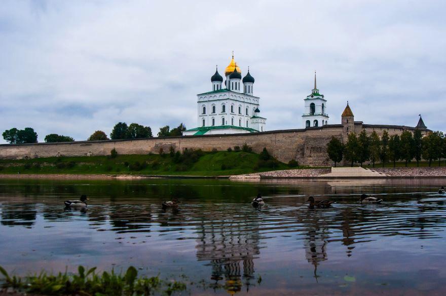 Смотреть красивое фото вид с реки город Псков