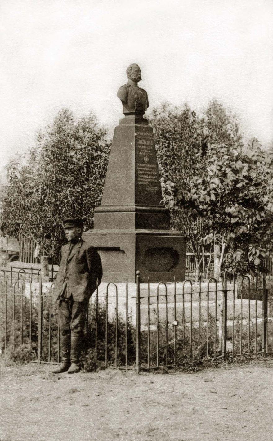 Монумент Александру II город Ртищево