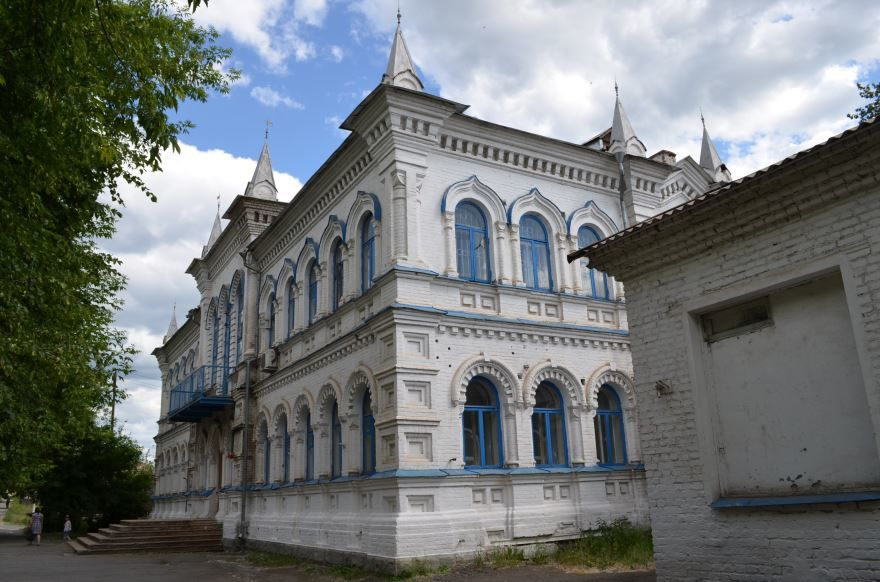 Здание школы город Реж