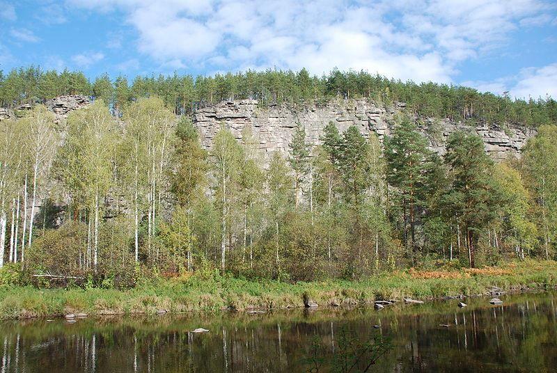 Скачать онлайн бесплатно лучшее фото скалы Шайтан Камень и река Реж в хорошем качестве