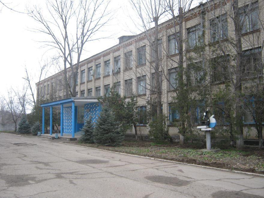 Здание гимназии в городе Светлоград