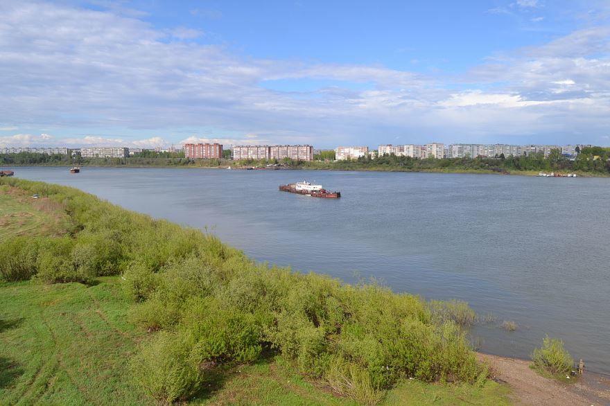 Река Томь около нового моста