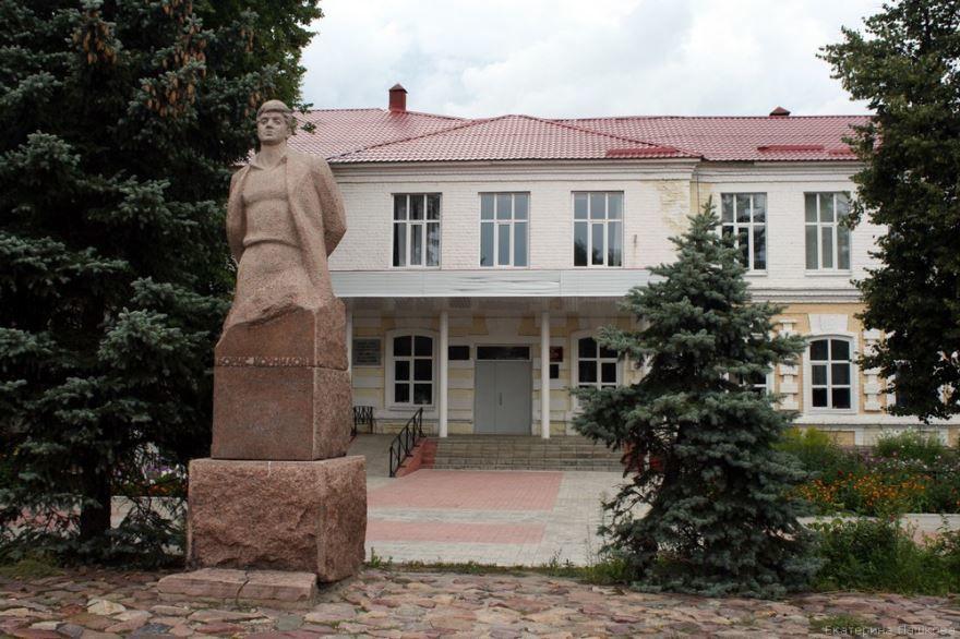 Скачать онлайн бесплатно лучшее фото достопримечательности города Семенов в хорошем качестве