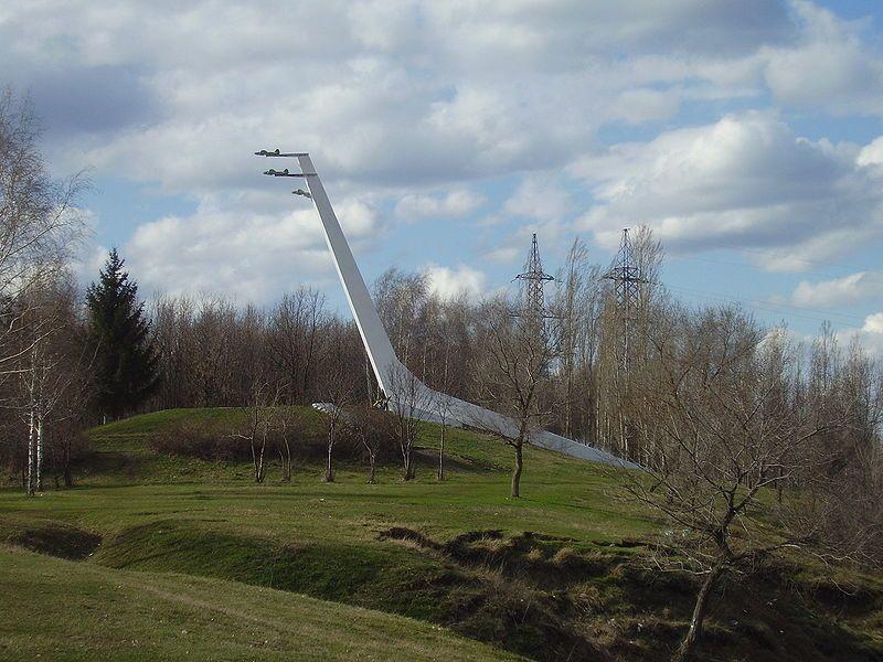 Памятник воинам авиаторам второй воздушной армии город Семилуки