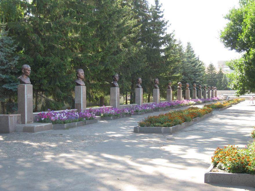 Галерея с бюстами героев Великой Отечественной войны город Сердобск