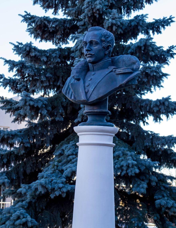 Памятник Лермонтову город Сердобск