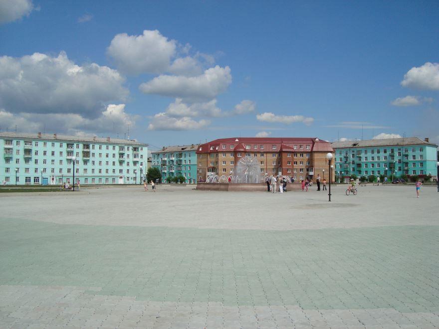 Скачать онлайн бесплатно лучшее фото города Серова центральная площадь города в хорошем качестве