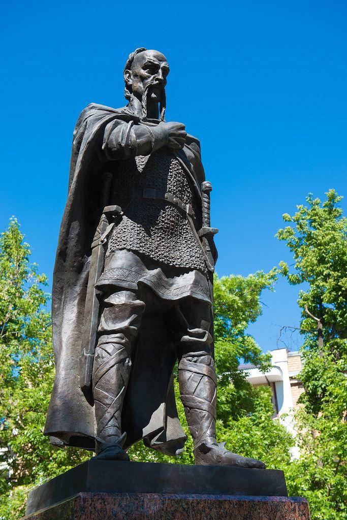 Памятник Князю Святославу город Серпухов