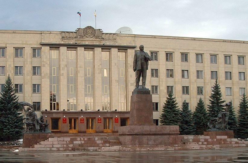 Здание администрации города и памятник В.И. Ленину город Ставрополь